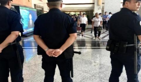 深圳枪击伤人事件:警方迅速赶到现场将嫌疑男子控制一人受伤送医
